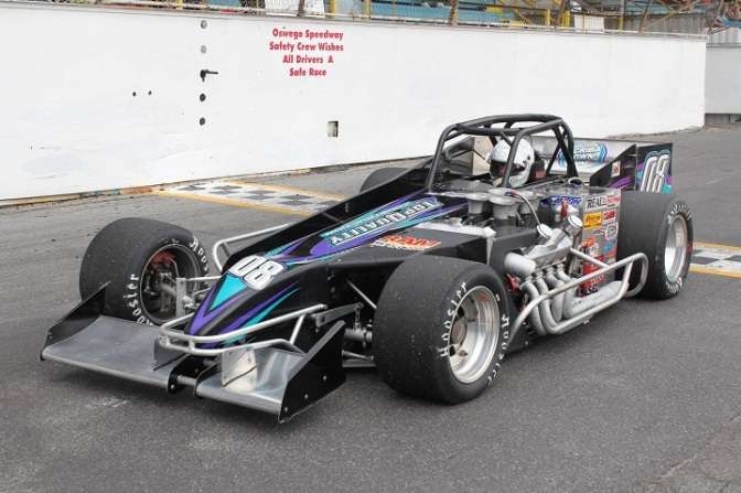 Dave McKnight sits in Syrell supermodified at 2008 International Classic 200
